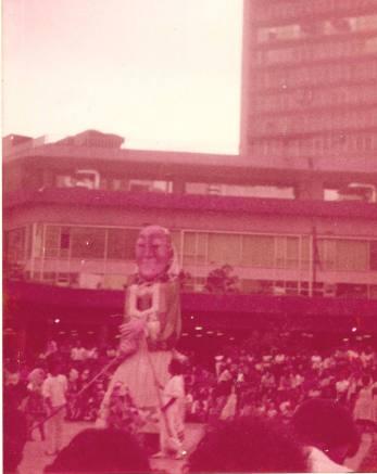 """""""La Guerra del Fin del Mundo"""". Bread n' Puppets. Plaza Caracas (Las Torres de El Silencio)."""