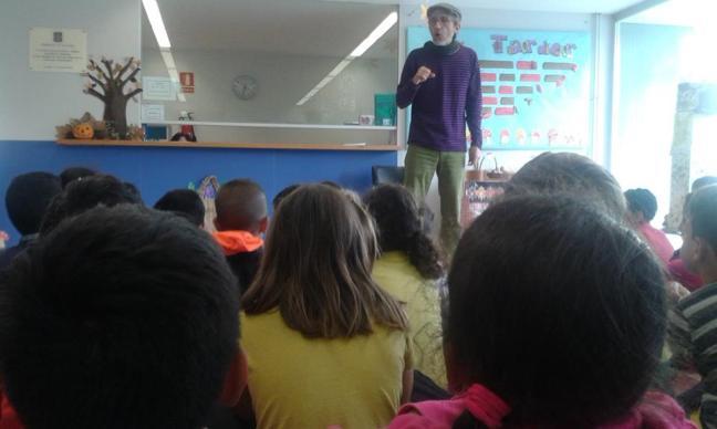 """Contes populars de Veneçuela a l'Escola Saavedra Tarragona. Narrador- Rubén Martínez Santana Cicle de contes """"Sota l'arbre de tots els fruits"""""""